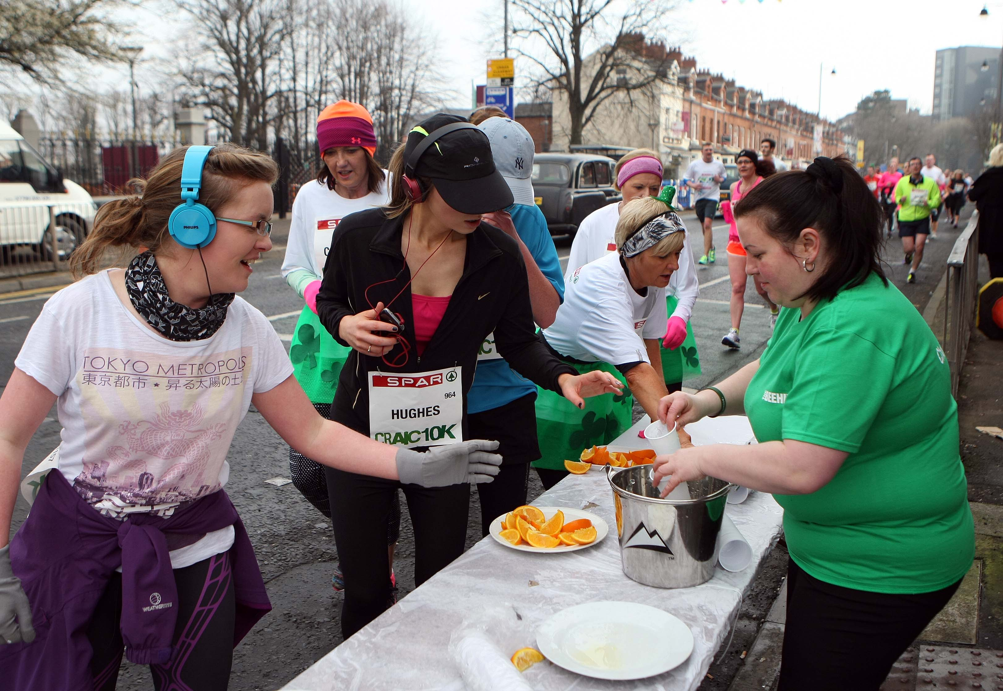 Tuesday 17-3-2015St Patrick's DaySPAR Craic 10k BelfastHelena McDonnell of the Beehive hands out the water for the thursty runnersSparCraic10K170315FP022